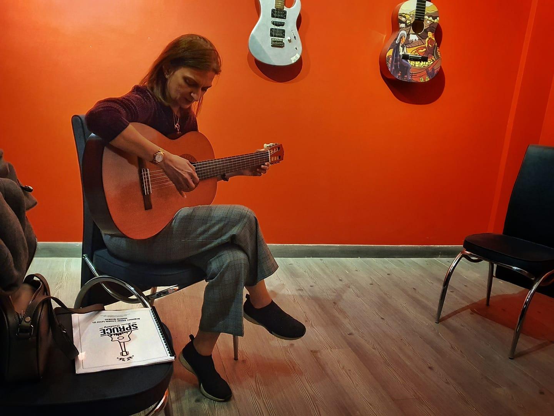 Beginner & Basic Online Guitar Lessons 3
