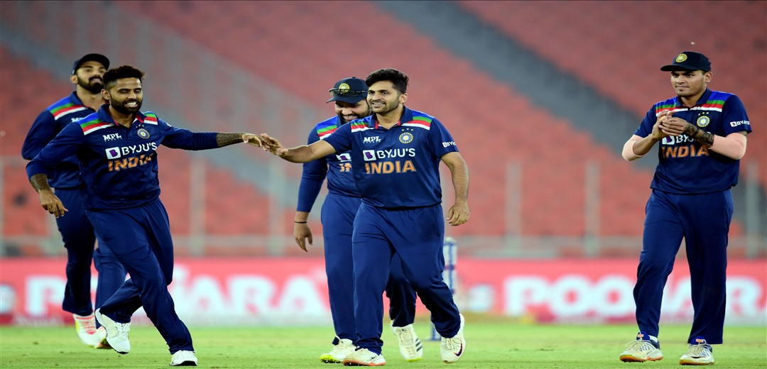 India score 185/8 against England in 4th T20I