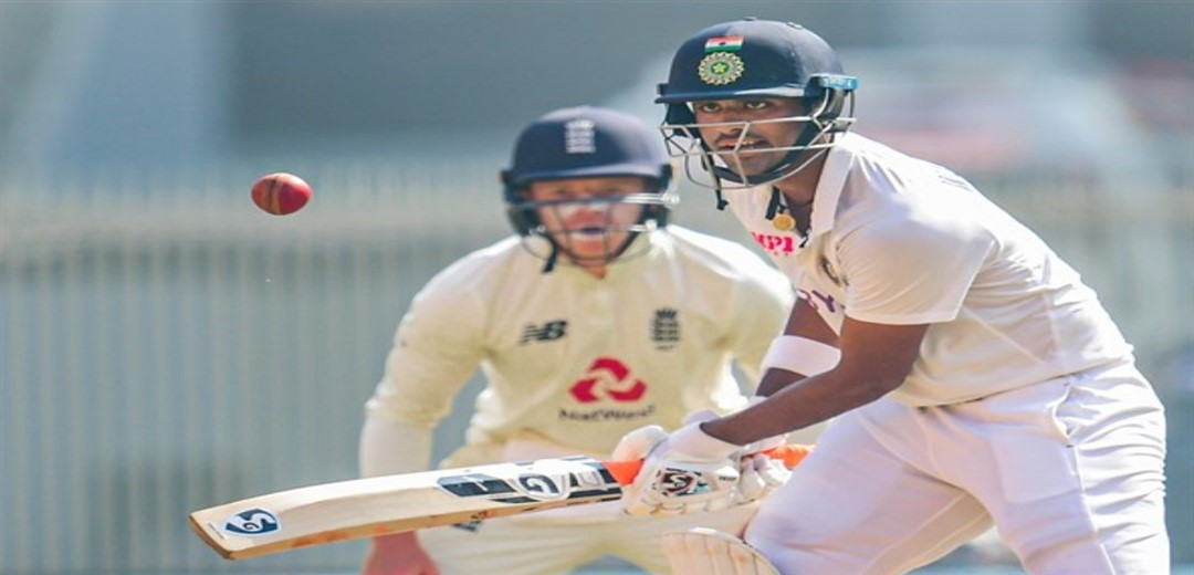 India all out for 365 England 6-0 at lunch