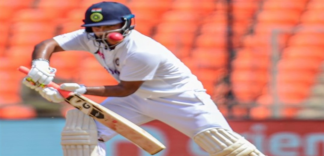 Pant soldiers on to take India to 153-6 at tea