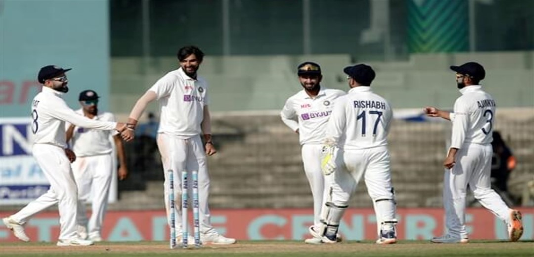 India's first innings folds for 337, concede 241-run lead Eng 1-1 at lunch