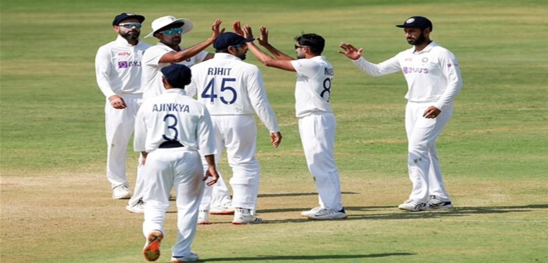 Set world record target of 420, India in trouble at 39-1