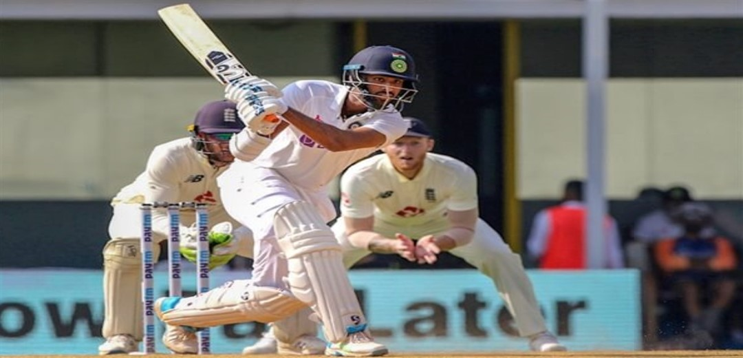 England lose Burns first ball after India concede 241-run first-innings lead