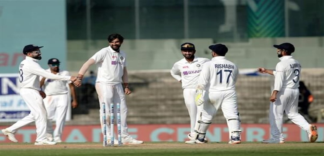 Anderson strikes as England reduce India to 144 for 6 at lunch