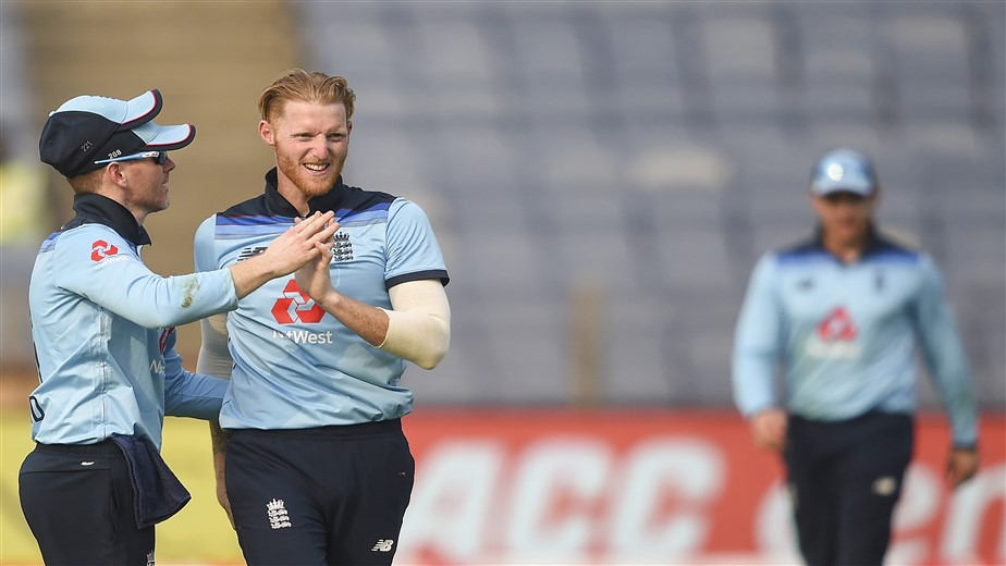 Stokes uses saliva on ball, gets warning from on-field umpires
