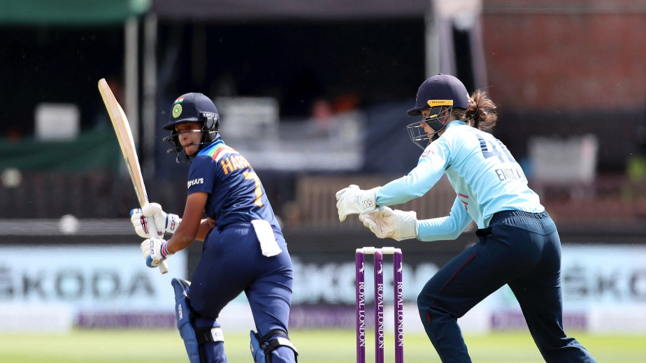 India all out for 221 against England in second women's ODI
