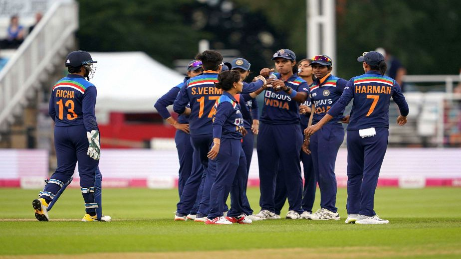 2nd WT20I: India pip England by 8 runs to level series