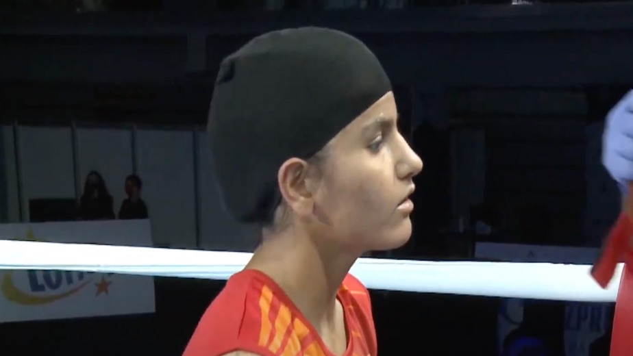 World champion Gitika makes winning start at youth national boxing championships