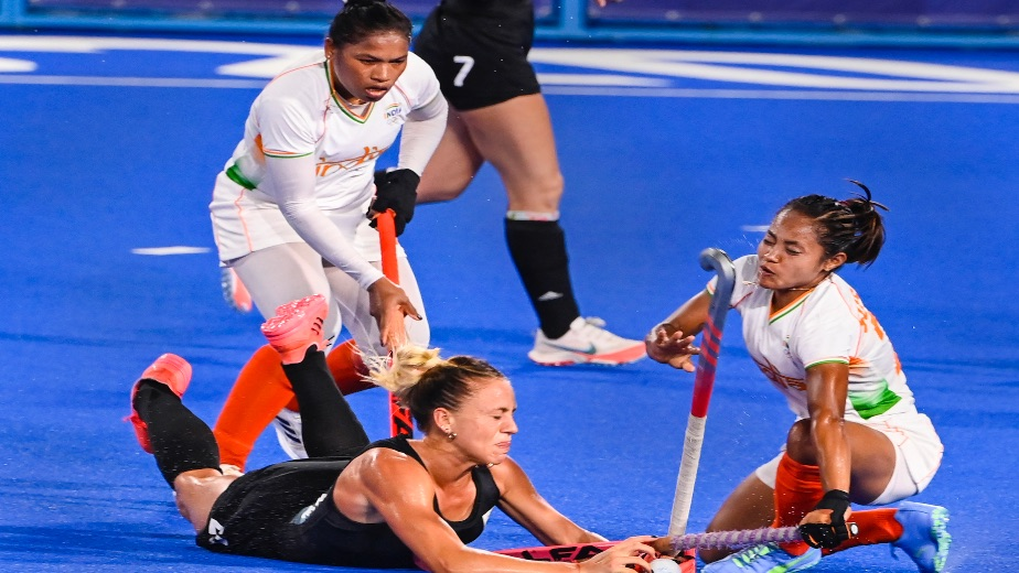 Argentina beats India in Women's Hockey Semifinals, one last fight left for Indians
