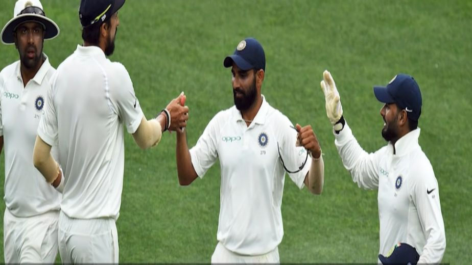 Bad light stops play after India suffer mini collapse in second session