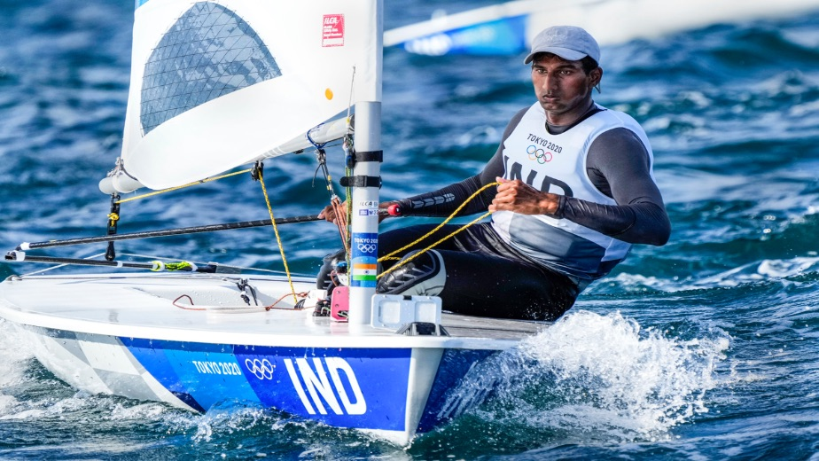 Indian laser sailors find themselves in rough waters but 49er pair takes huge leap in today's final race