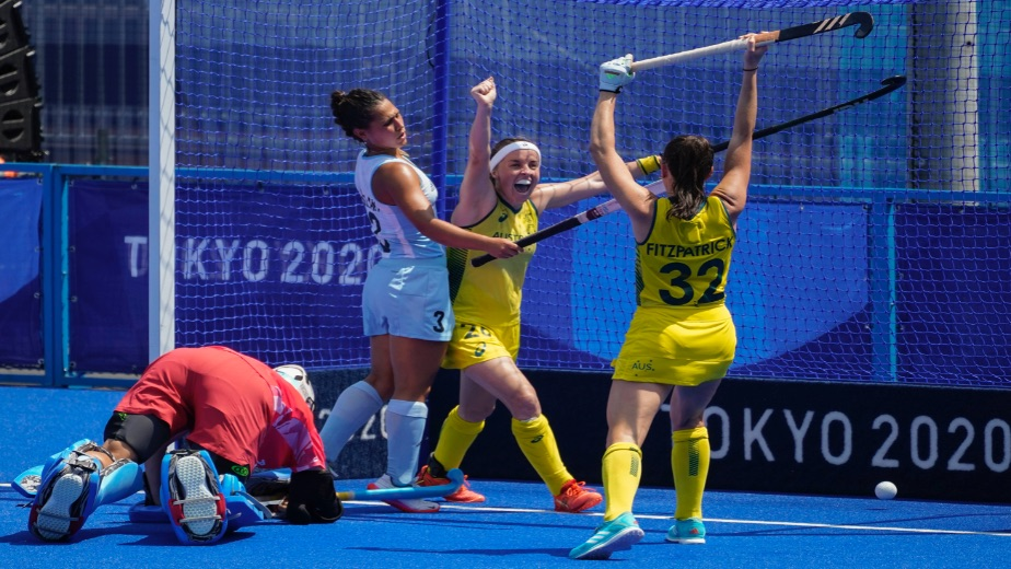 Australian women heating up the race with their fifth victory