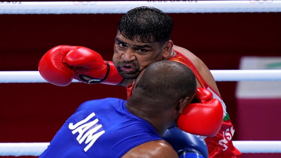 Bukhodir Jalolov beats Satish Kumar 5-0 in the Men's Super Heavyweight category