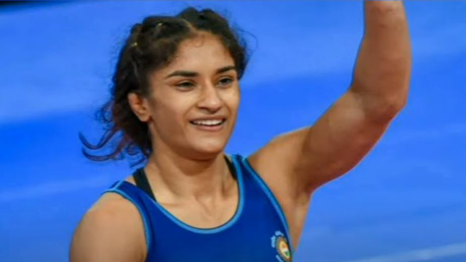 Vinesh Phogat starts off in thumping fashion in Women's Wrestling