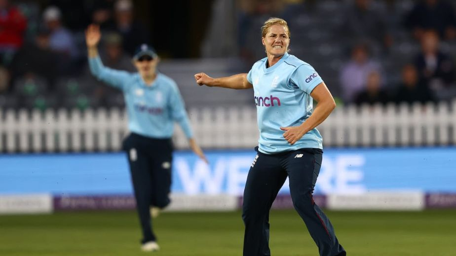 Heather Knight and Katherine Brunt lead England to ODI victory against New Zealand