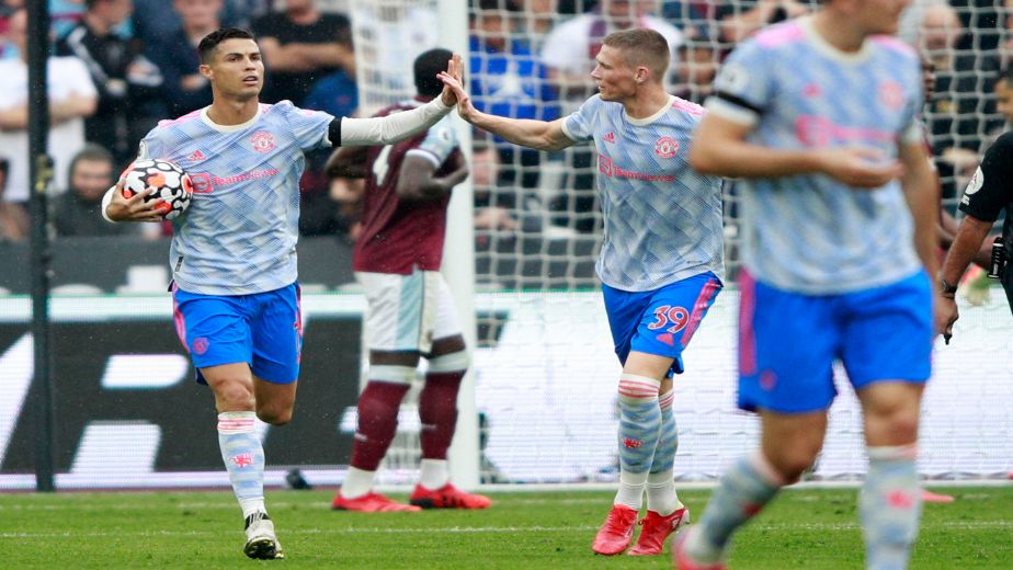 David De Gea heroics and Lingard's late winner assure Manchester United three points at the London Stadium