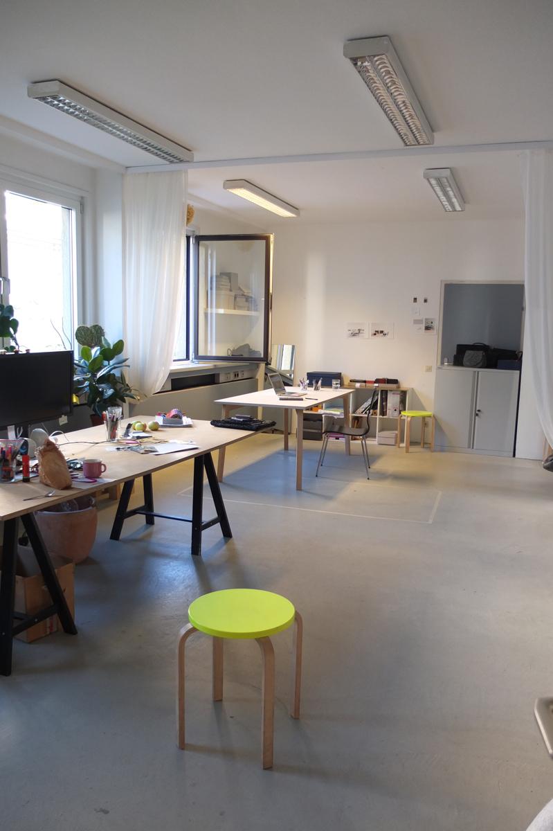 Grosser Arbeitsplatz, hell, ruhig, 3. Stock - insges. 2-3 Personen