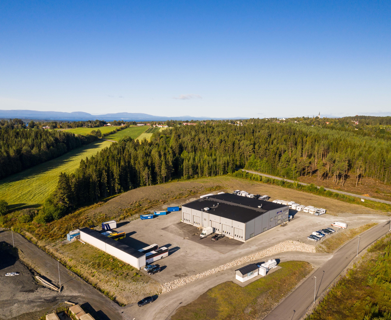 Panoramabild på vår nya fina verkstad med Storsjön och Jämtlandfjällen i bakgrunden