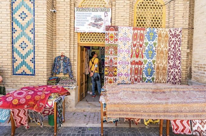 BANDUZI: Ikat dog and human neckwear from Uzbekistan