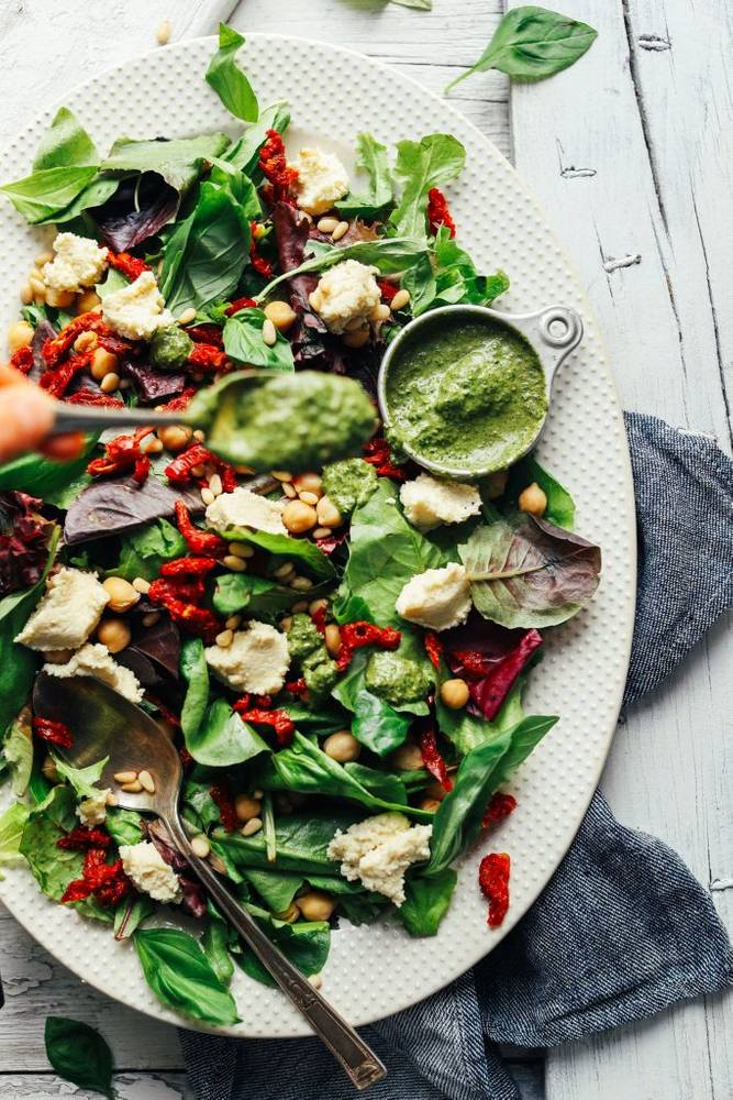 Pesto & Sun-Dried Tomato Green Salad