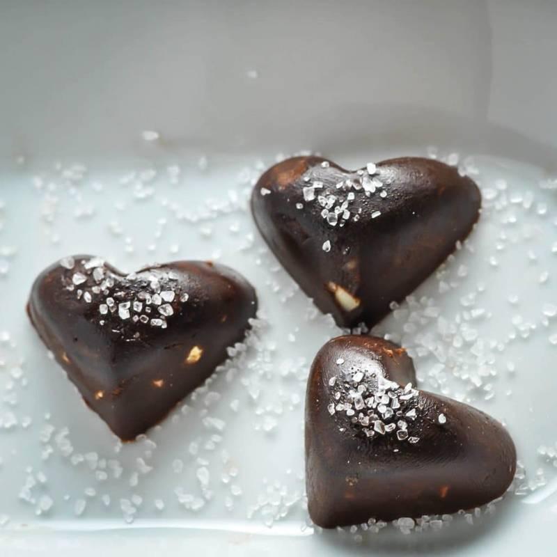 Keto Chocolates with Macadamia & Sea Salt [Recipe]