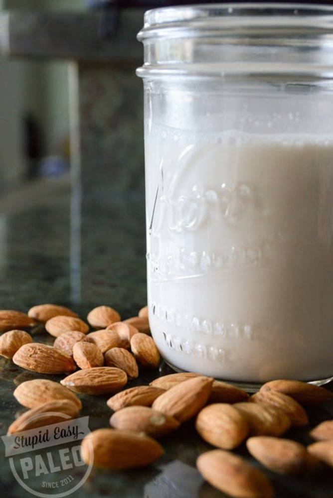 Homemade Almond Milk (Dairy-Free)