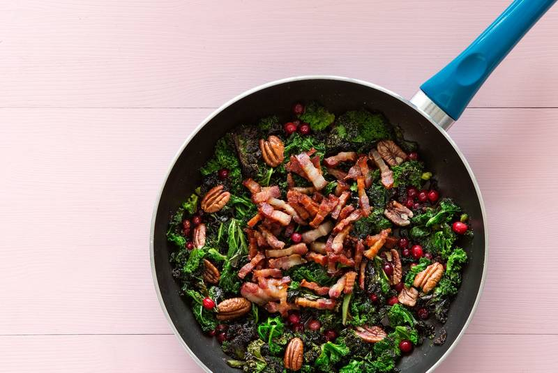 Butter-fried kale with pork and cranberries