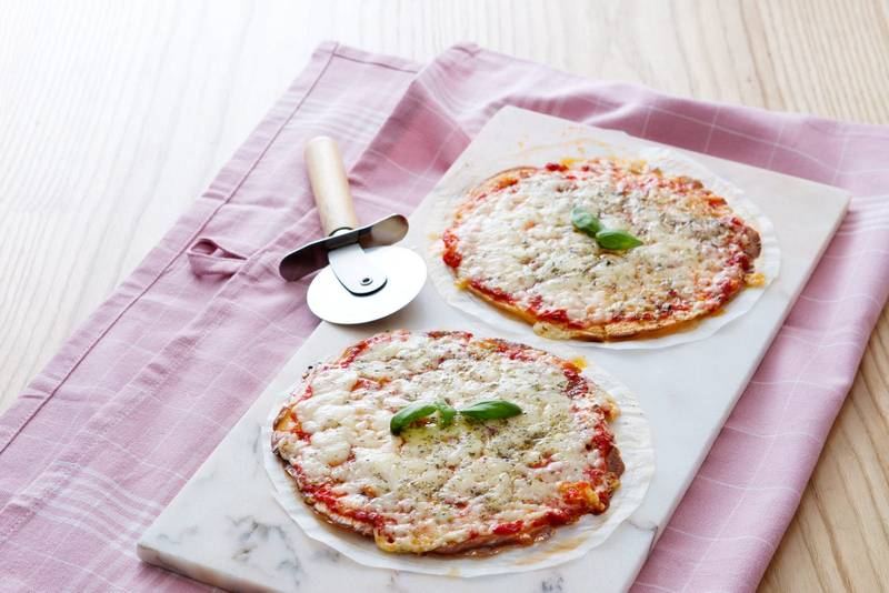 Low-carb tortilla pizza