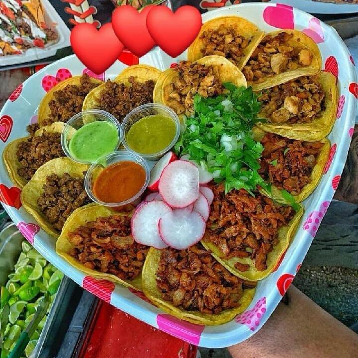 eating #tacos in #tijuana vegas