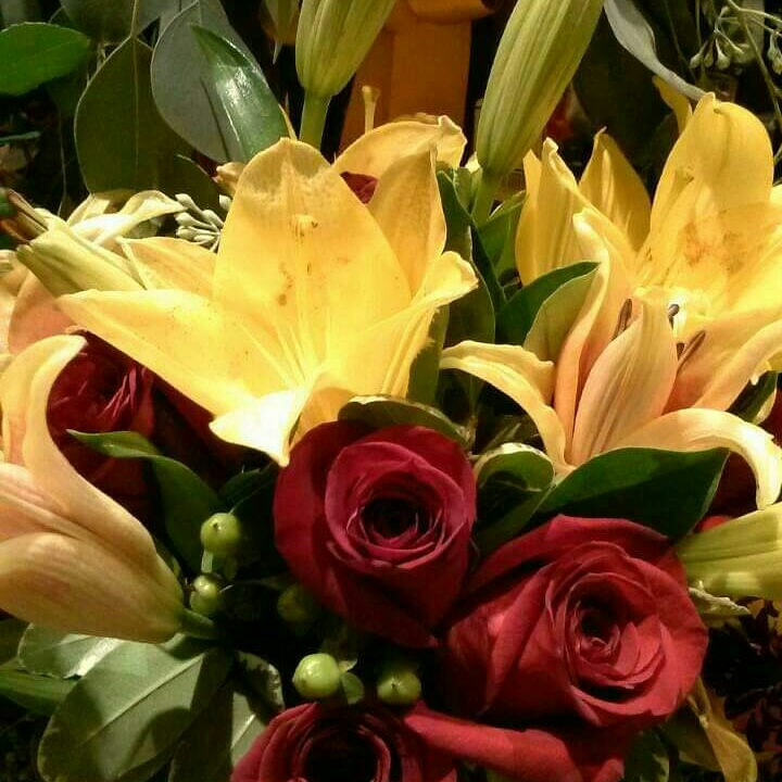 buy #flowers at restaurants for your date add to ur bill...