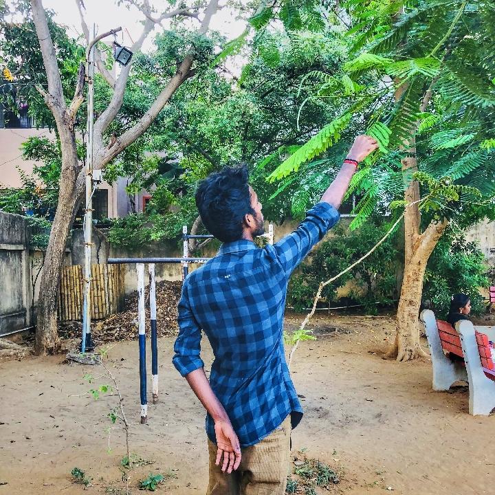 Rishi Vignesh R (@rishi_kutty)