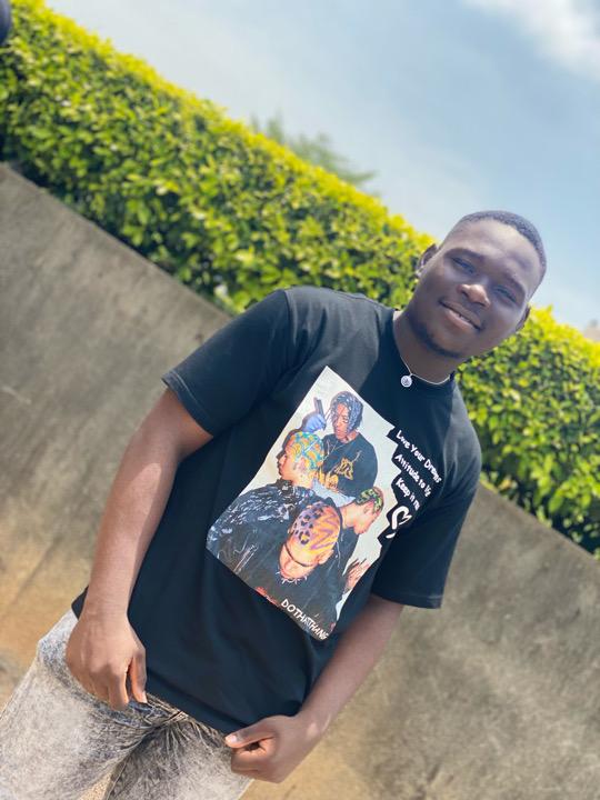 Omole Ayomide (@stranger_____)