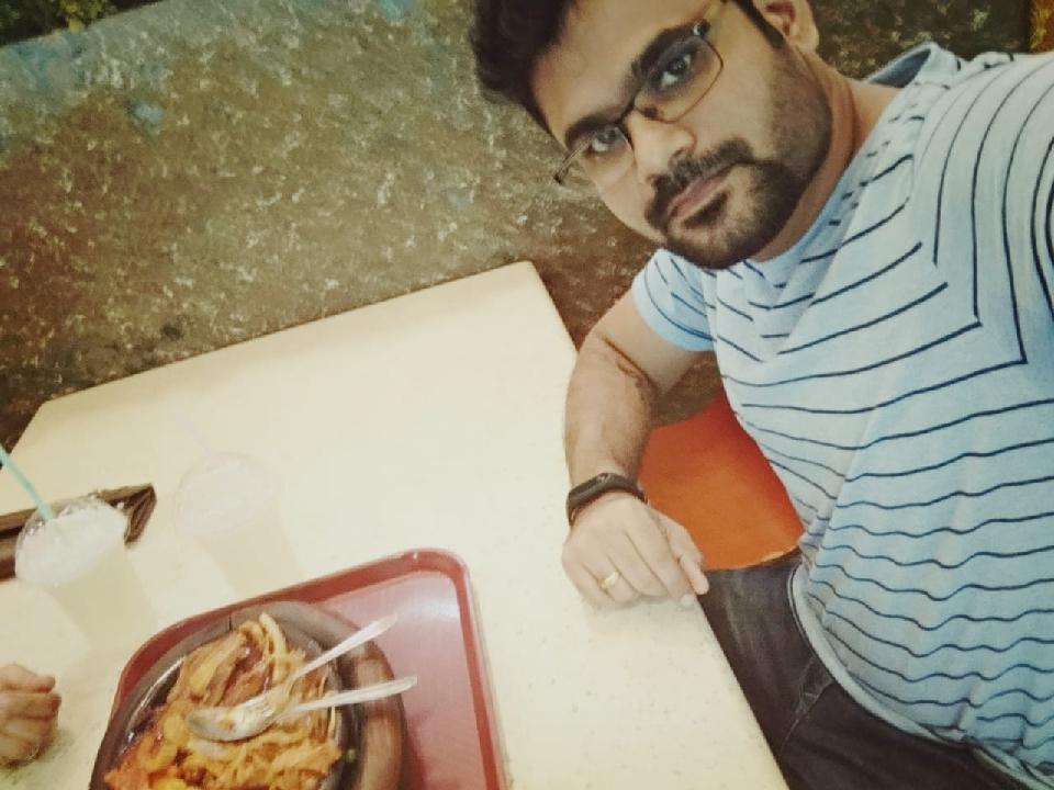 Rakesh Karuthodiyil (@rakz)