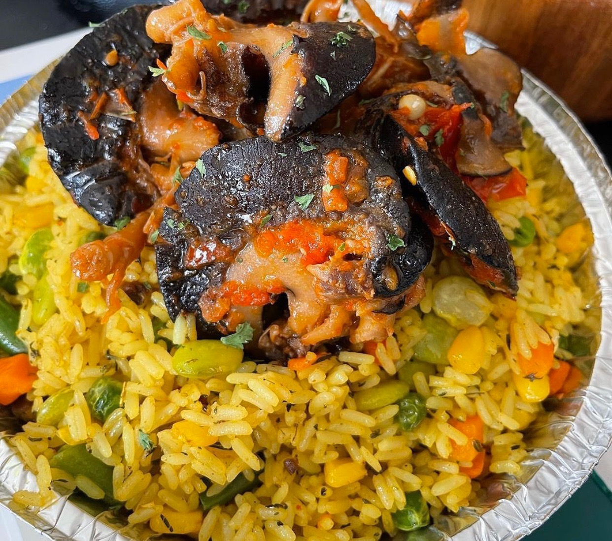#cookingrecipehq    fried rice with pepper snail     rice- oil -maggi-  salt  -pepper -carrot-  curry-  tyme -green beans  -bell pepper- water-snail- sweet corn
