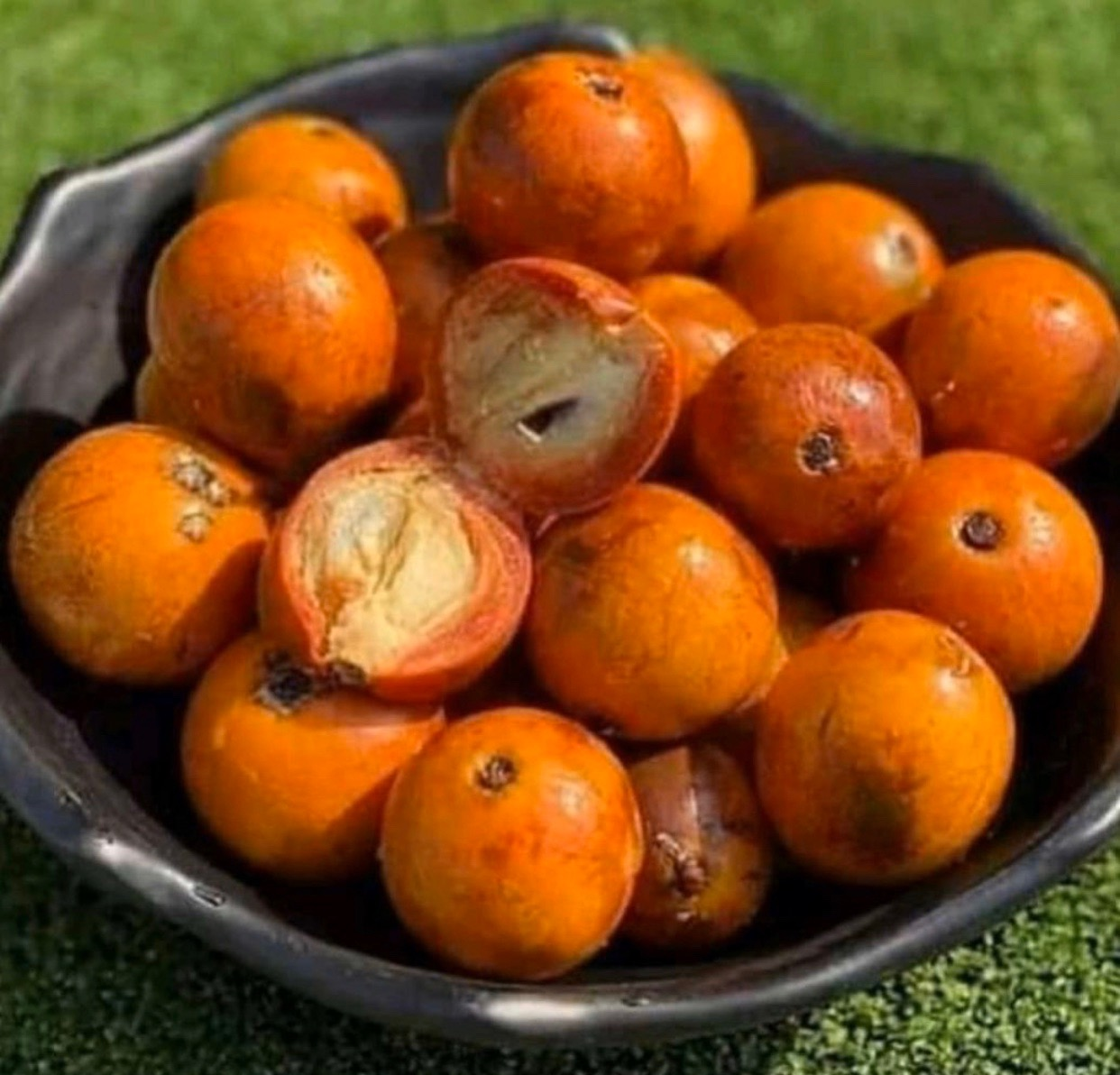#cookingrecipehq   agbalumo fruit  -rich in vitamin c😛