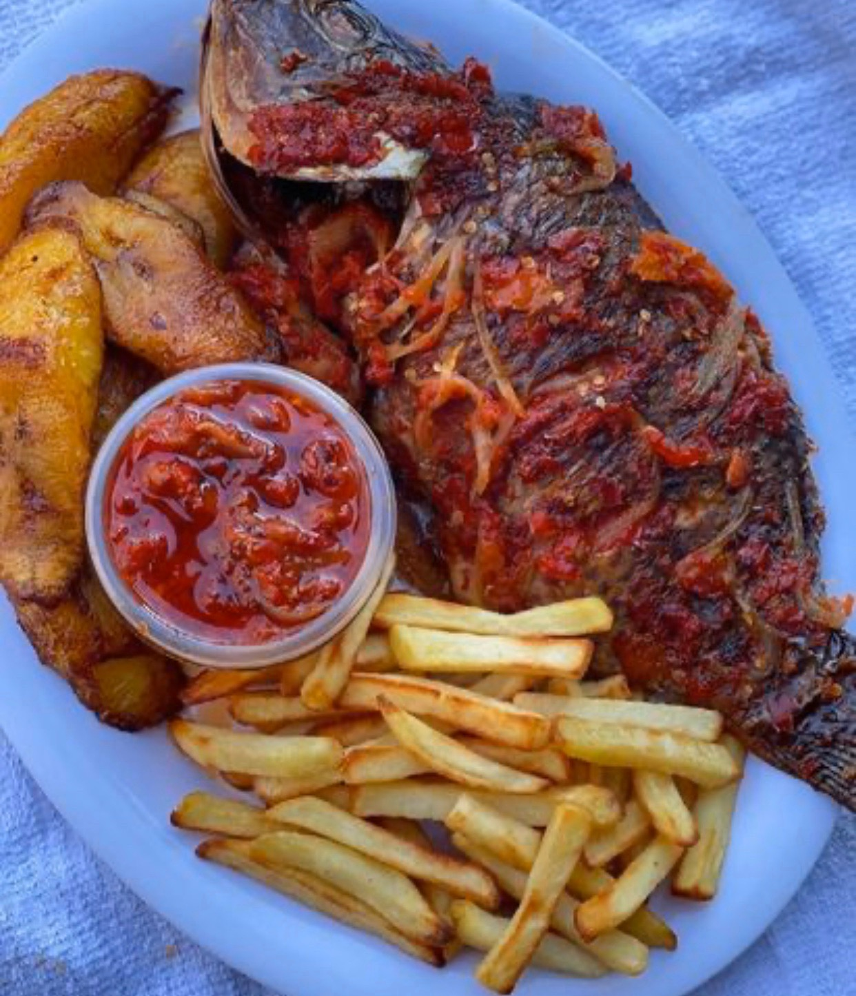 #cookingrecipehq  peper tilapia fish plantain  chips  sauce