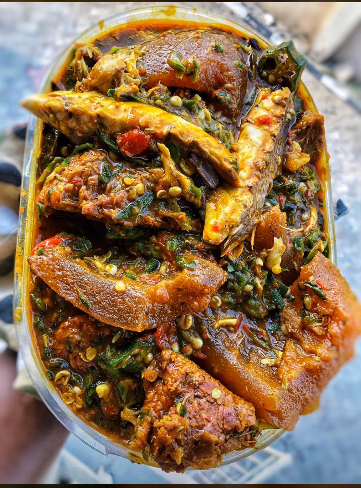 #cookingrecipehq  okra soup for dinner🤩🤩 ingredients-okra-palmoil-water-salt-seasoning-vegetable leave -pepper-crayfish-Pomo -smoked fish -meat