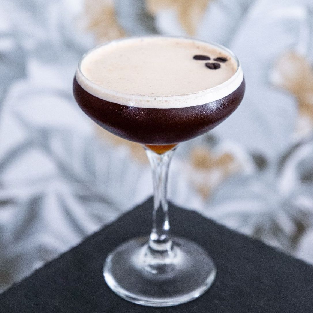 I prefer my coffee black, but I'll make an exception for a coffee cocktail🤠🤍  I made this cocktail 4 times before I got the results I wanted. Know your goal and figure out how to achieve it.  It was damn delicious😌   Semi-rich Vanilla Bean Syrup 3:4 400g Sugar 300g Water 2 Teaspoons of Vanilla Bean Paste Combine in Small pot Start at medium heat, bring to a boil Turn to low heat and let simmer for 10 mins Remove from heat and pour syrup into container for cooling Once cool, label and store in fridge