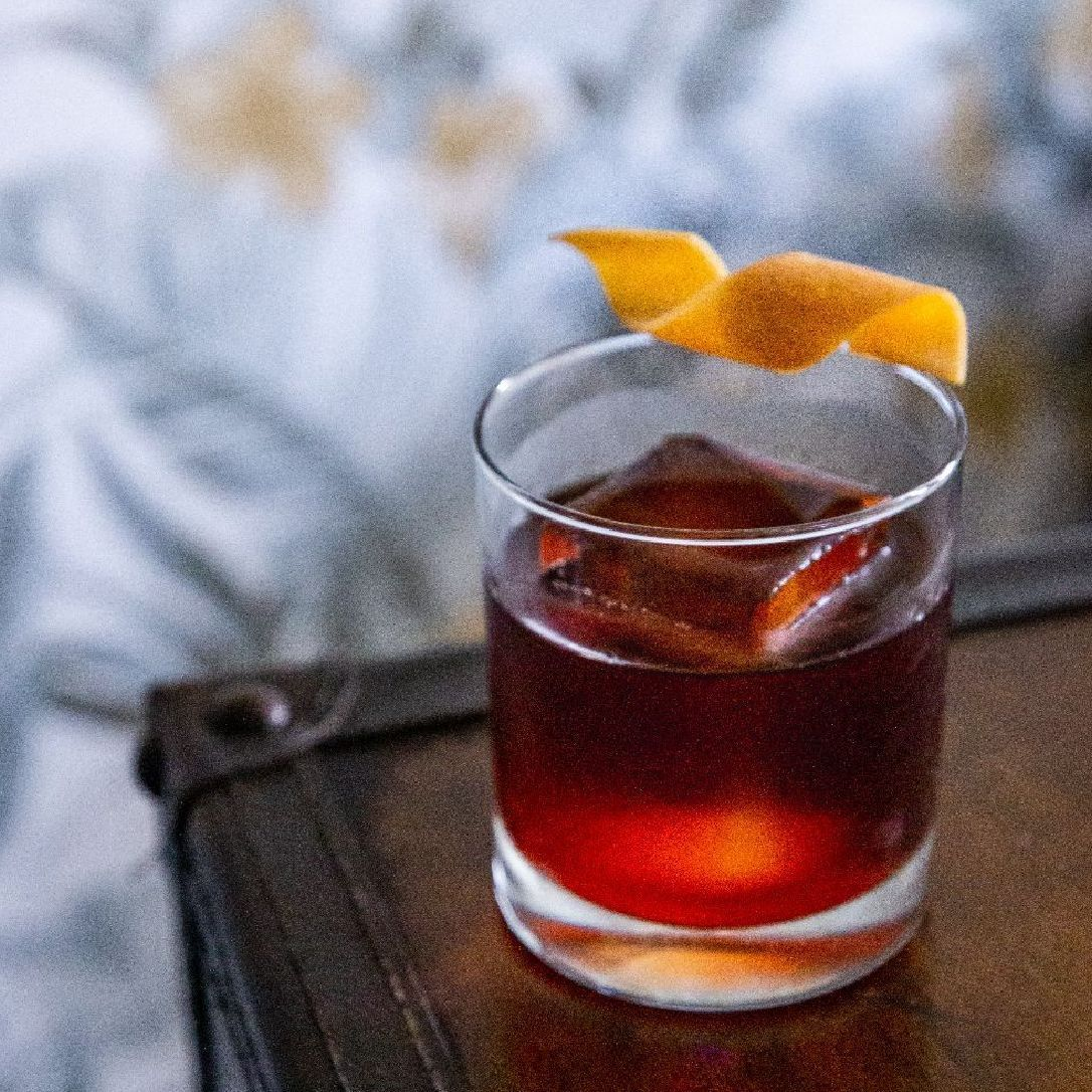 The Negroni, my favorite cocktail... today🤠  As always, please feel free to contact me regarding questions on infusing your spirits, aperitivos, vermouths, and liqueurs... and everything boozy in between!
