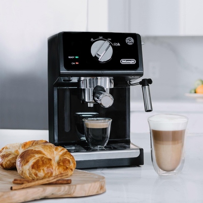 Brew delicious drinks with De'Longhi's 15-Bar Espresso and Cappuccino Machine at nearly 50% off