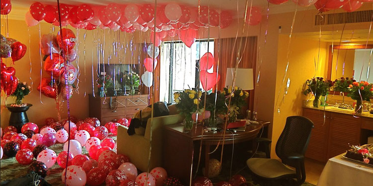 Be it your first anniversary or loved ones birthday, surprise are always awesome.
