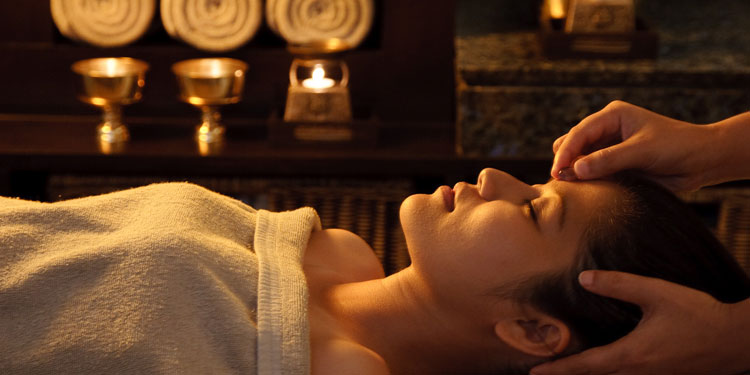 Time to relax and pamper. Have a rejuvenating spa experience of exotic body wraps side by side with your partner. Your experience starts with a relaxing green tea.