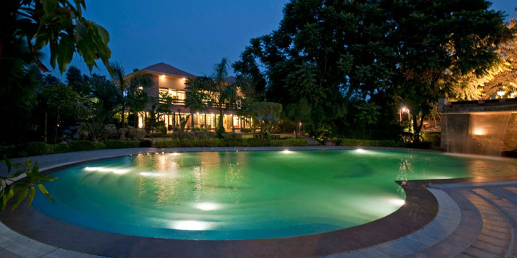 Bring intimacy and that emotion to your relationship by spending time at the beautiful resort and candlelight dinner.