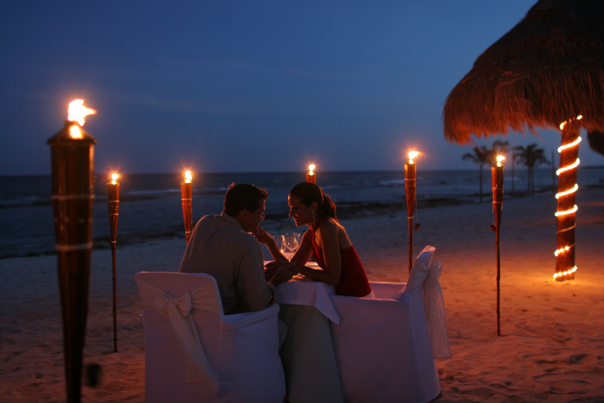 Candlelight Romantic Dinner Ideas for Couple – TogetherV Blog