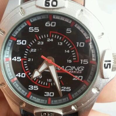 đồng hồ thể thao kiện nhật