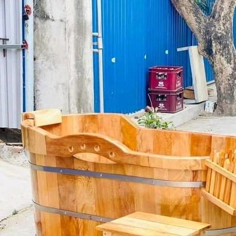 Xe tải Hino 5 tấn thùng kín 2 cửa hông