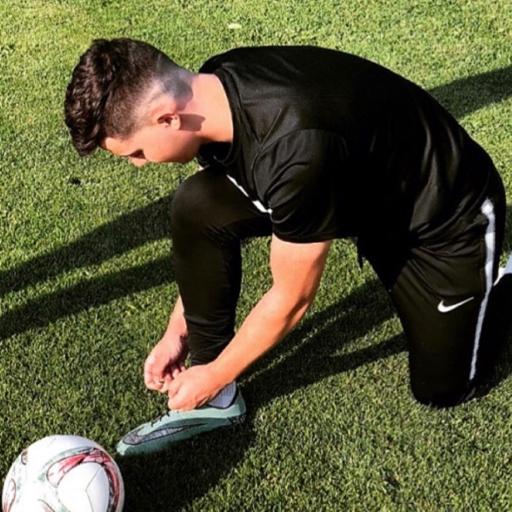 Egzon Haxhnikaj  Fußballspieler