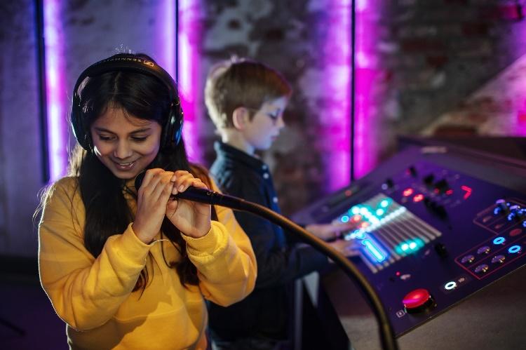 Bli med på oppdagelsesferd og spill instrumentbingo under Barnas Bylørdag på Rockheim 31. oktober!