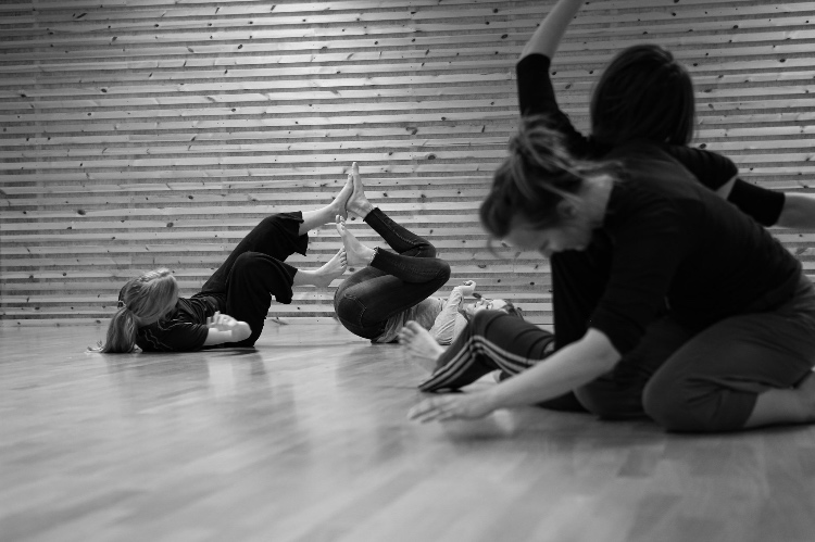 Course in contact improvisation