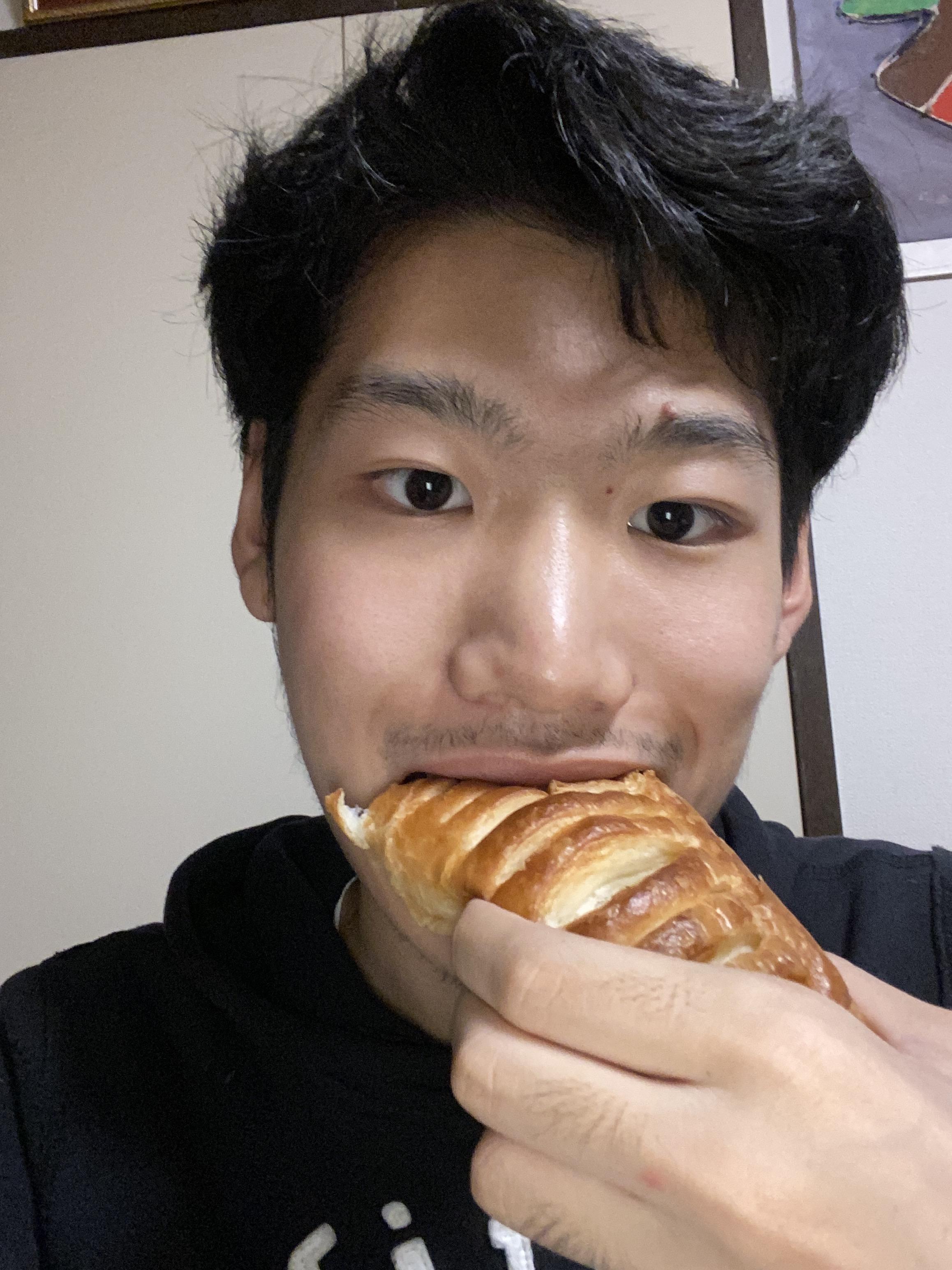 Thumbnail of デニッシュ生地ベースのクリームパン